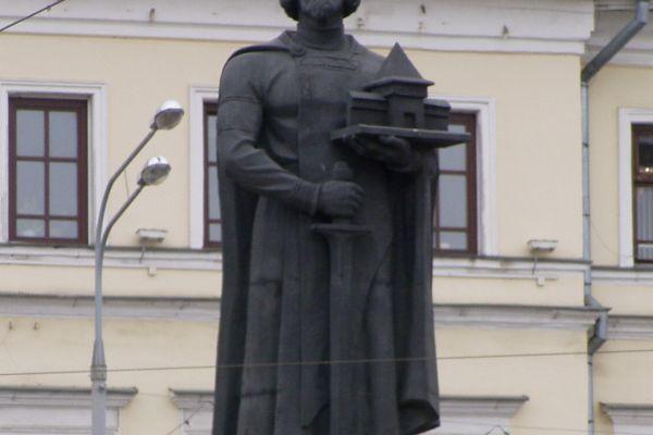 il-monumento-a-yaroslav-fondatore-della-cittaF87CE158-9E9E-7EDC-8624-F24919A62C3F.jpg